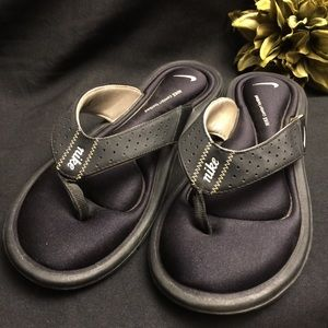 Nike-Black Sandals: Comfort Footbed, Size: 8